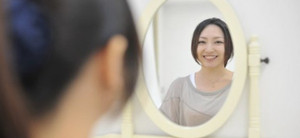 鏡で自分の表情をチェック!